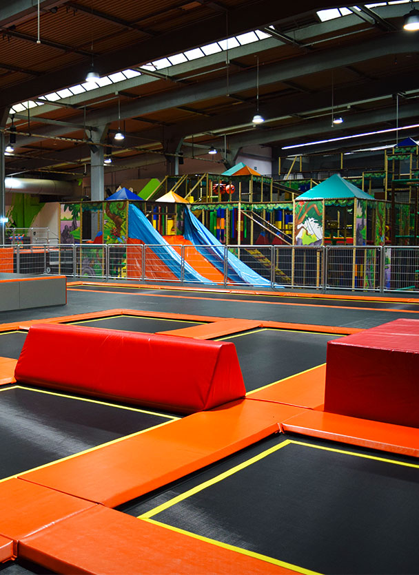 Contigo Indoortainment Jump 'N Fun Arena Trampolin