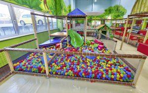 Todler kleinkindbereich kids area indoorspielplatz contigo Geräte Klettergerüst