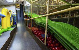 Rutsche Wellenrutsche Indoorspielplatz indoor Geräte Gerüst Klettergerüst Contigo
